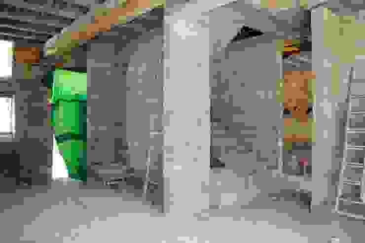 Corredores e halls de entrada  por 3B Architecture, Minimalista