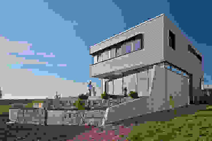 Ansicht und Aussenterrassen Moderne Häuser von Kauffmann Theilig & Partner, Freie Architekten BDA Modern