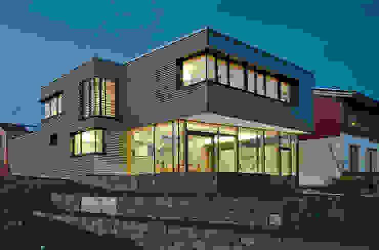 Дома в стиле модерн от Kauffmann Theilig & Partner, Freie Architekten BDA Модерн