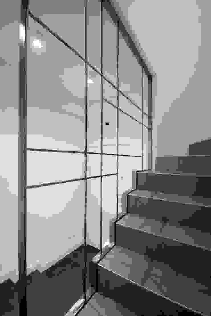 Casa CB Ingresso, Corridoio & Scale in stile moderno di Manuela Tognoli Architettura Moderno