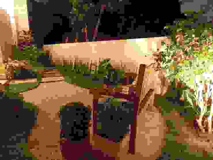 Jardim romântico Jardins rústicos por Lúcia Vale Interiores Rústico