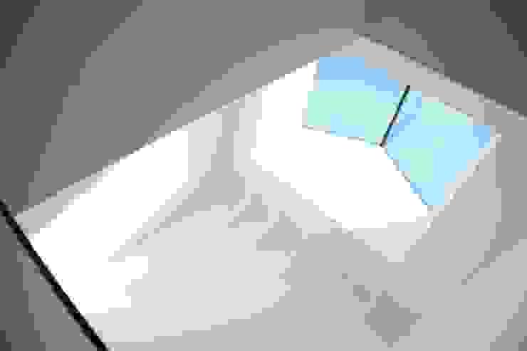 ARREDO CENTRO STORICO Ingresso, Corridoio & Scale in stile moderno di Blulinea Moderno