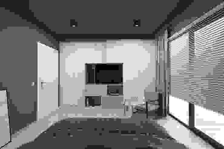 Projekt domu jednorodzinnego 2 (wykonany dla A2.Studio Pracownia Architektury) Nowoczesna sypialnia od BAGUA Pracownia Architektury Wnętrz Nowoczesny
