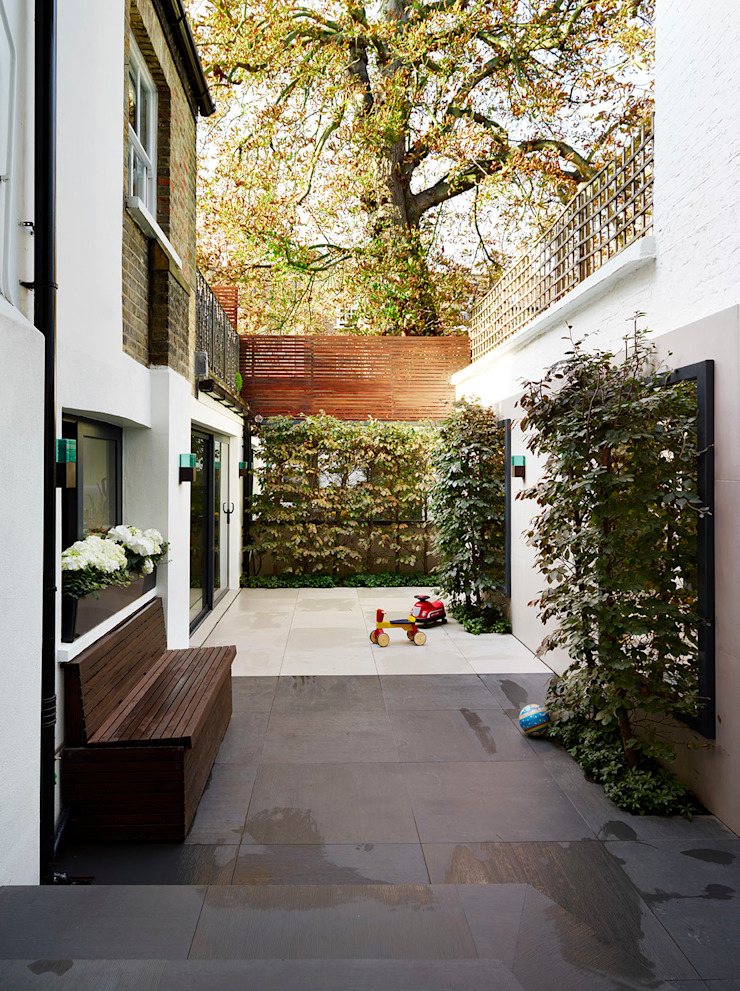 Reflected Glory—Holland Park Renovation Tyler Mandic Ltd Modern garden