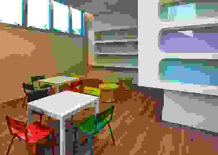 Modern nursery/kids room by Alessandra Contigli Arquitetura e Interiores Modern