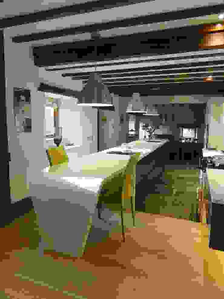 MR & MRS SHEPHERD'S KITCHEN Modern kitchen by Diane Berry Kitchens Modern