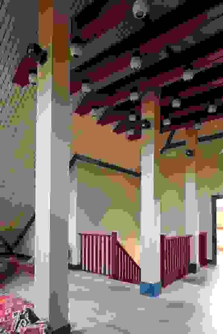 Подмосковный загородный дом для отдыха большой семьи и приема гостей от AlenaPolyakova.com Эклектичный