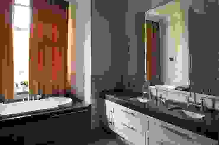 Подмосковный загородный дом для отдыха большой семьи и приема гостей Ванная комната в эклектичном стиле от AlenaPolyakova.com Эклектичный