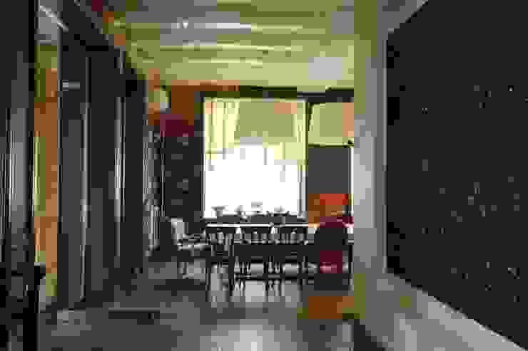 Подмосковный загородный дом для отдыха большой семьи и приема гостей Столовая комната в эклектичном стиле от AlenaPolyakova.com Эклектичный