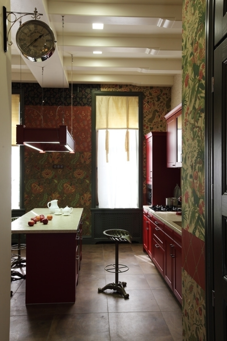 Подмосковный загородный дом для отдыха большой семьи и приема гостей Кухни в эклектичном стиле от AlenaPolyakova.com Эклектичный