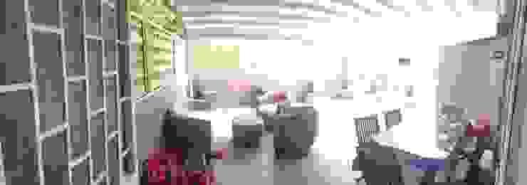 Intervento di Ristrutturazione di un appartamento zona Monteverde, a Roma . Balcone, Veranda & Terrazza in stile moderno di NicArch Moderno