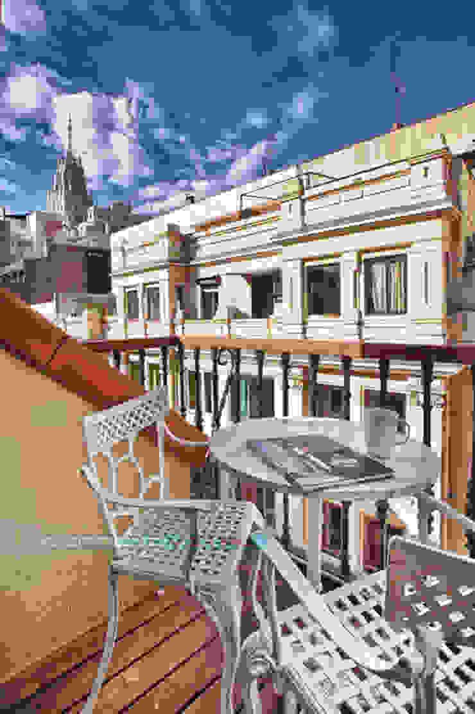 Balcones y terrazas de estilo clásico de Javier Zamorano Cruz Clásico