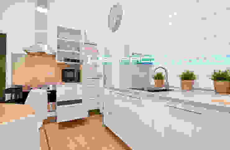 Apartamento SkyLine Cocinas de estilo clásico de Javier Zamorano Cruz Clásico