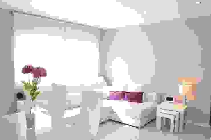 Varios trabajos Salones de estilo minimalista de Home Staging Tarragona - Deco Interior Minimalista