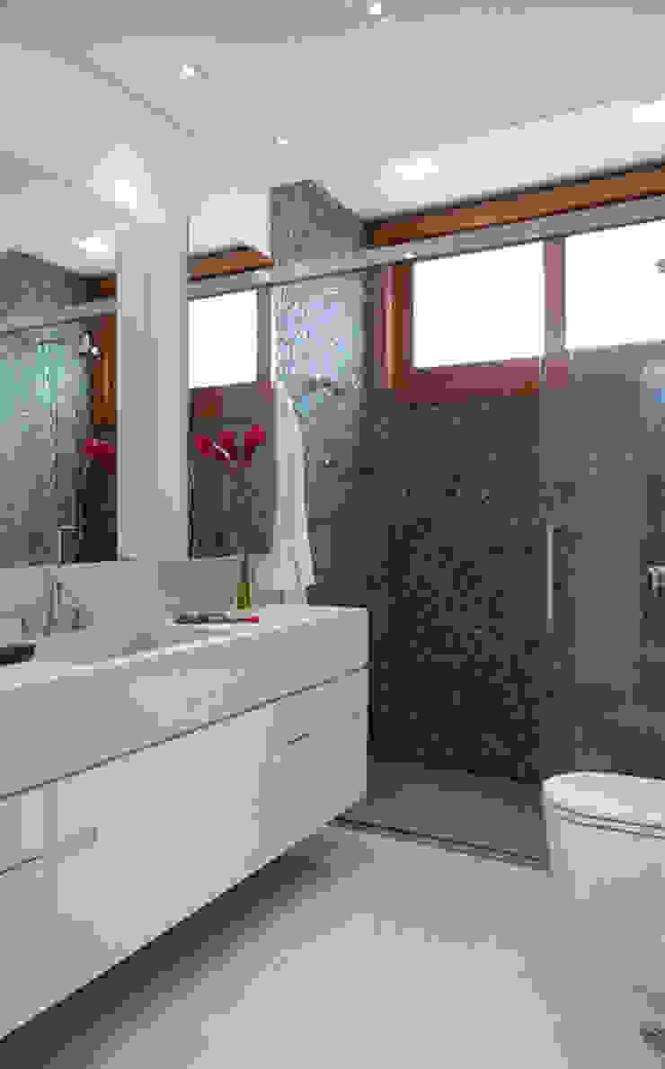 Alto de Pinheiros Banheiros modernos por Deborah Roig Moderno