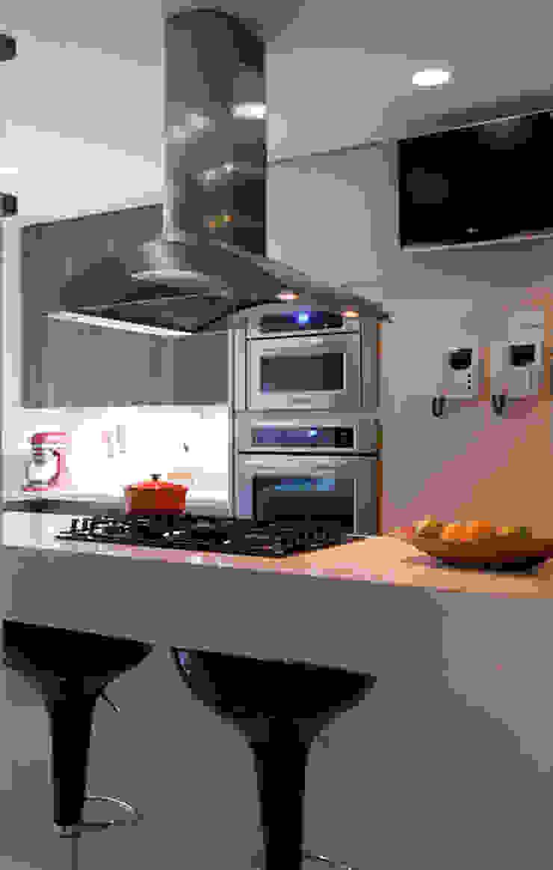 Alto de Pinheiros Cozinhas modernas por Deborah Roig Moderno