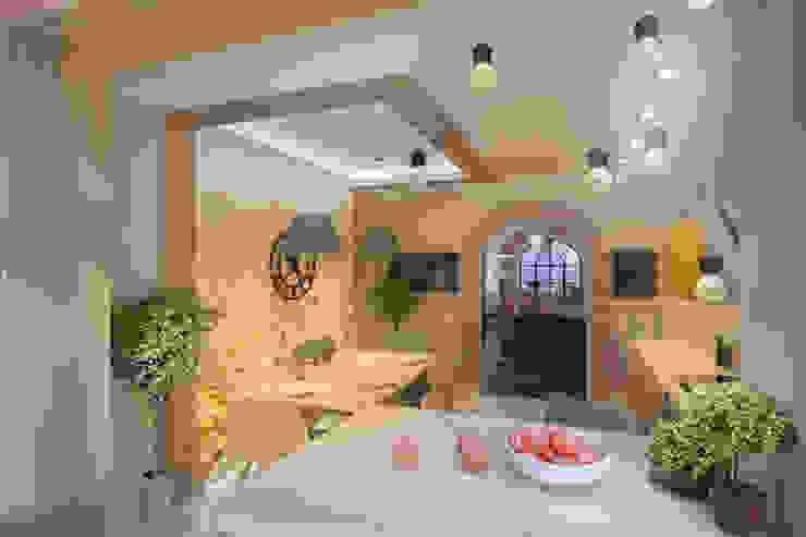 Яркая однушка Кухня в стиле модерн от Студия Ксении Седой Модерн