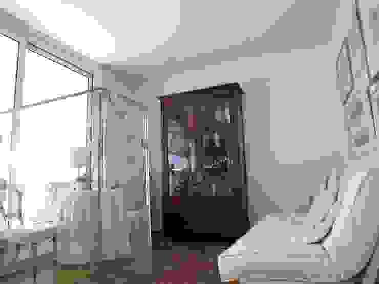 la veranda di accesso alla terrazza Studio moderno di Riccardo Musmeci Architettura e Design Moderno