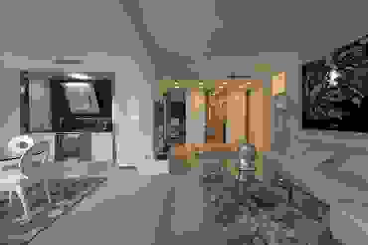 现代客厅設計點子、靈感 & 圖片 根據 studiodonizelli 現代風