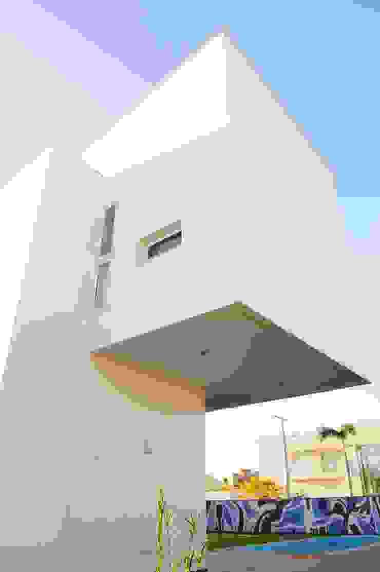 Minimalist house by MMEB arquitetos Minimalist