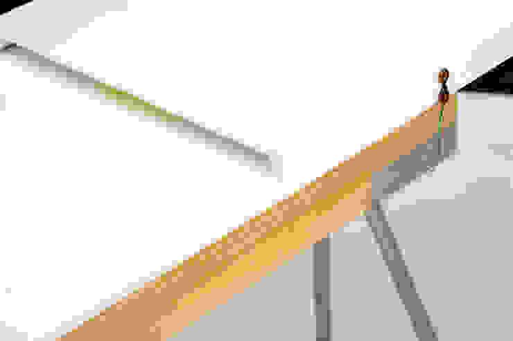 Slow Domo Design: minimalist  by Q2xRo, Minimalist