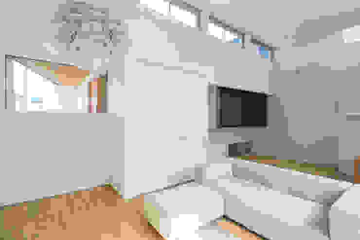 Living room by H建築スタジオ,