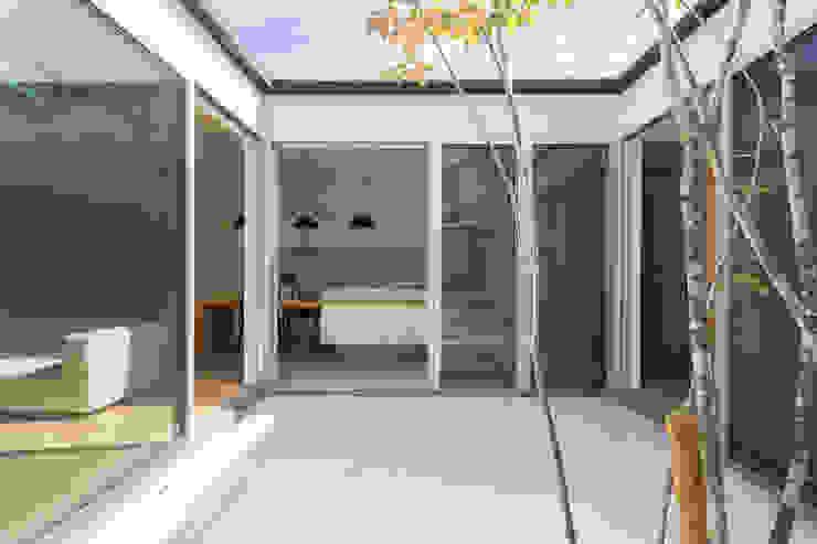中庭 モダンデザインの テラス の H建築スタジオ モダン