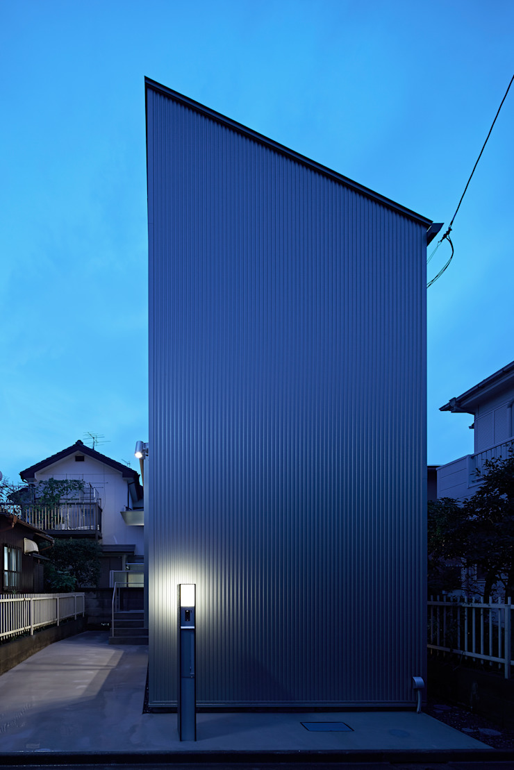 Long Window House another APARTMENT LTD. / アナザーアパートメント Eclectic style houses