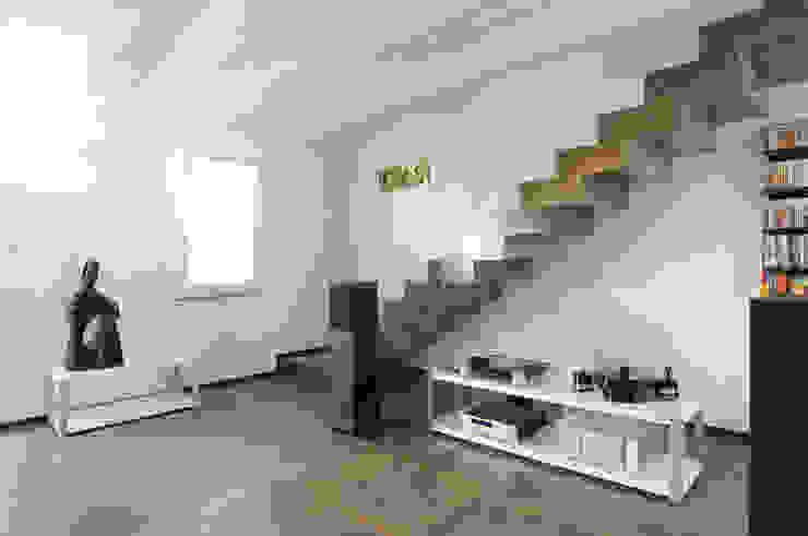 abitazione Soggiorno minimalista di bbprogetto Minimalista