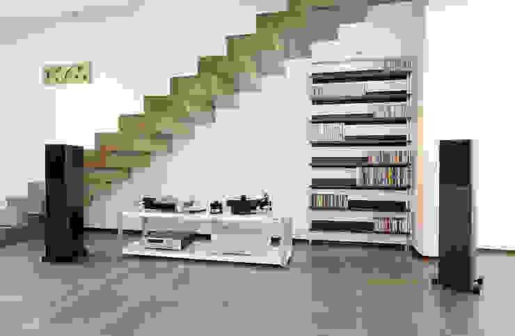 Paredes y pisos de estilo minimalista de bbprogetto Minimalista