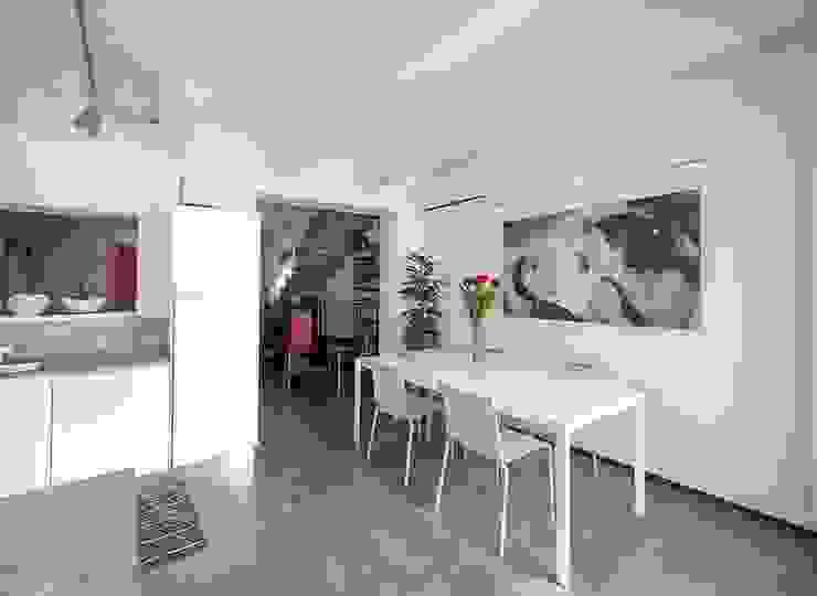Minimalist dining room by bbprogetto Minimalist