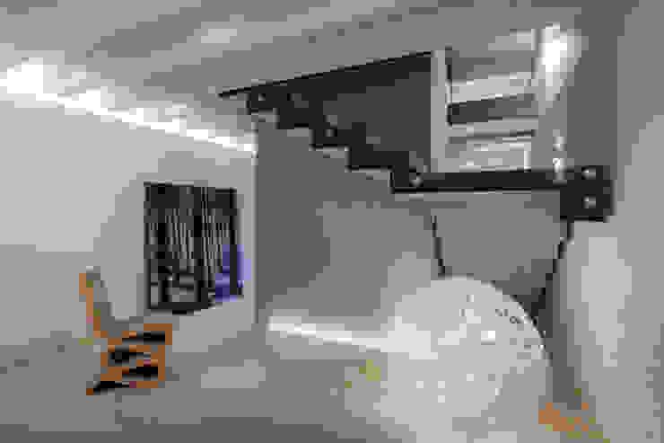 Realizzazione di prestigio Ingresso, Corridoio & Scale in stile moderno di marco19 Moderno