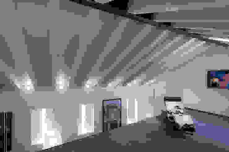 Realizzazione di prestigio Sala multimediale moderna di marco19 Moderno