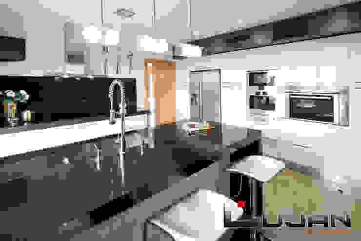 Granito negro Intenso Lujan Marmoles Cocinas de estilo moderno