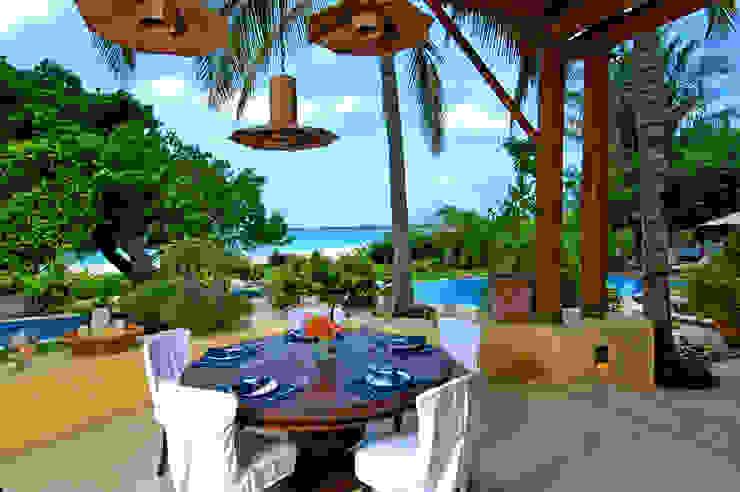 Balcone, Veranda & Terrazza in stile tropicale di BR ARQUITECTOS Tropicale