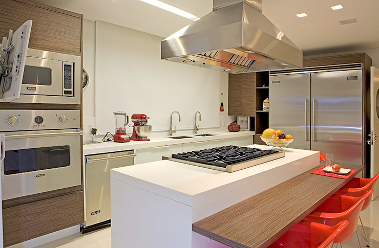Kitchen by Studio Karla Oliveira, Modern