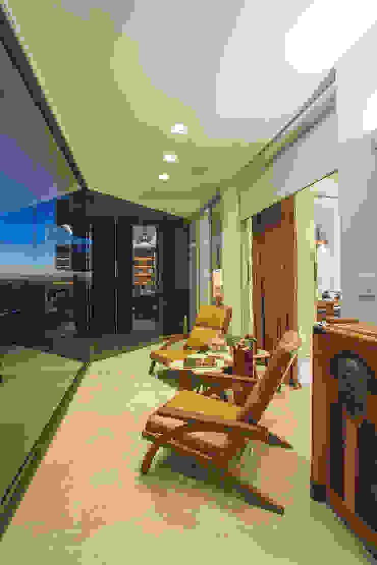 VARANDA PARA CURTIR O PÔR DO SOL Varandas, alpendres e terraços clássicos por Studio Karla Oliveira Clássico