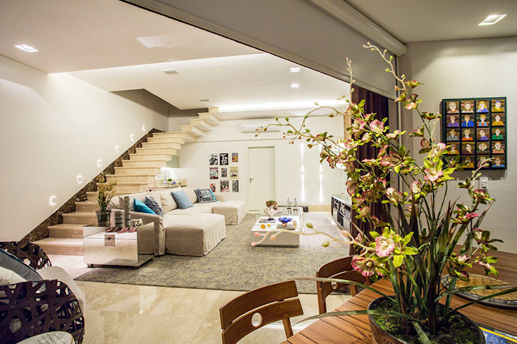 HOME CINEMA E VARANDA Salas de estar modernas por Studio Karla Oliveira Moderno