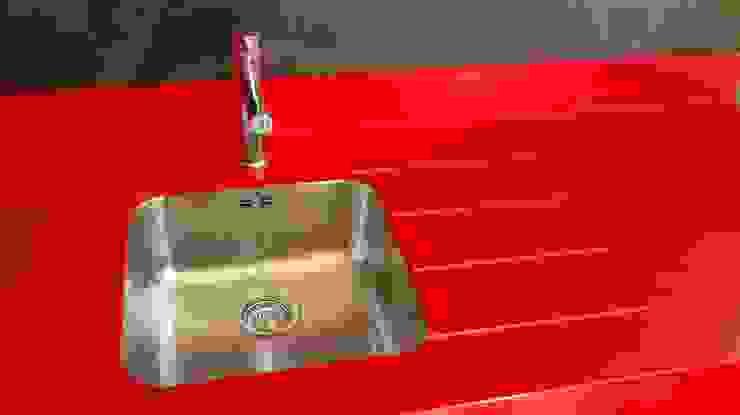 Encimera de Silestone de Rosso Monza Lujan Marmoles Cocinas de estilo minimalista