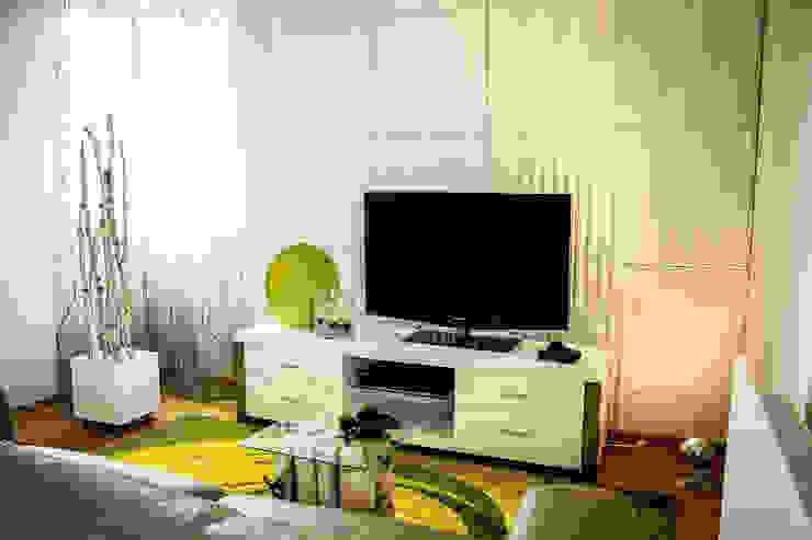 Ruang Keluarga Modern Oleh Loft Design System Deutschland - Wandpaneele aus Bayern Modern