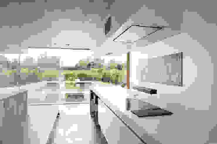 Modern kitchen by Maisons Loginter Modern