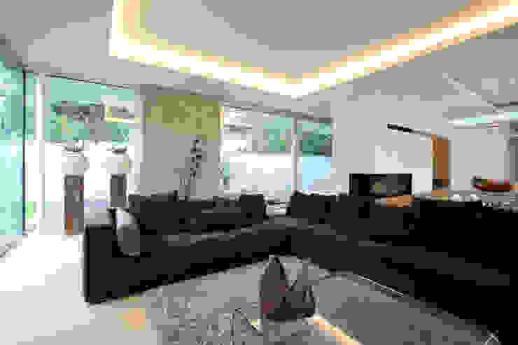 Salas / recibidores de estilo  por Neugebauer Architekten BDA