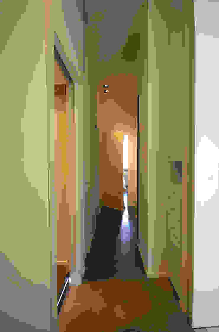 goldoni Ingresso, Corridoio & Scale in stile moderno di andrea borri architetti Moderno