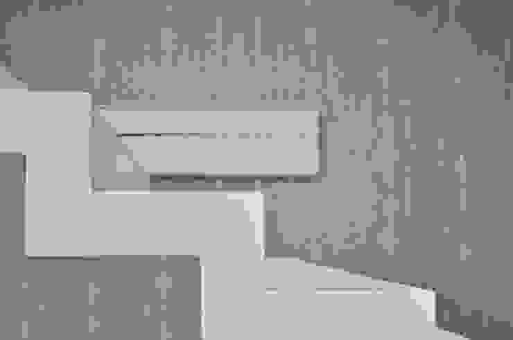 現代風玄關、走廊與階梯 根據 Emanuela Orlando Progettazione 現代風