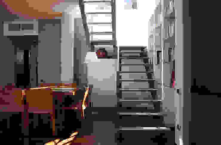 L'IMPORTANZA DEL FUORI Sala da pranzo moderna di Emanuela Orlando Progettazione Moderno