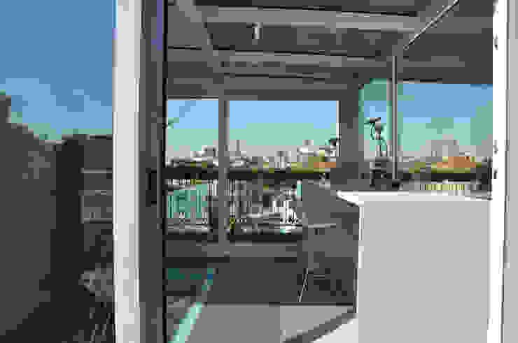 L'IMPORTANZA DEL FUORI Studio moderno di Emanuela Orlando Progettazione Moderno