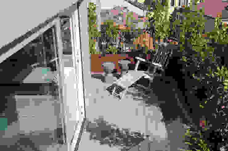 Nowoczesny balkon, taras i weranda od Emanuela Orlando Progettazione Nowoczesny