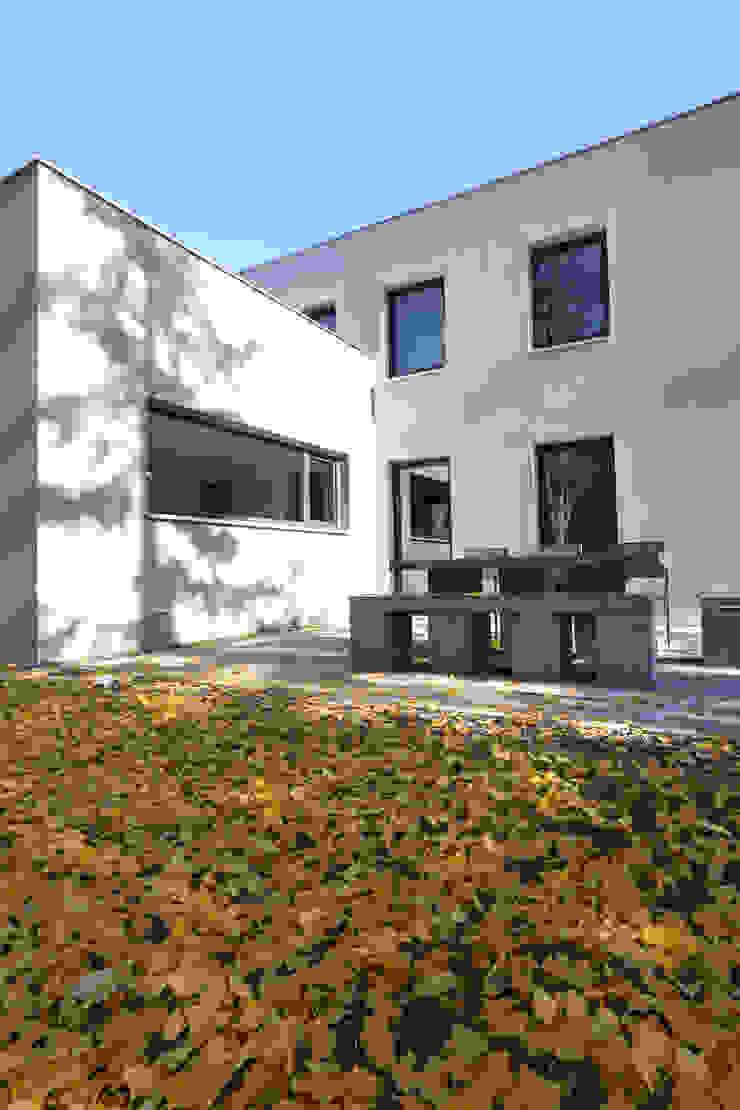 by Neugebauer Architekten BDA Сучасний