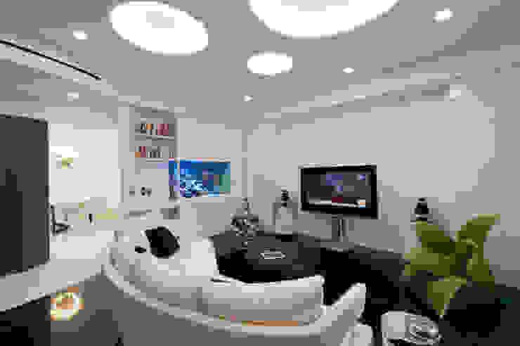 Sala multimedia de estilo  por studiodonizelli