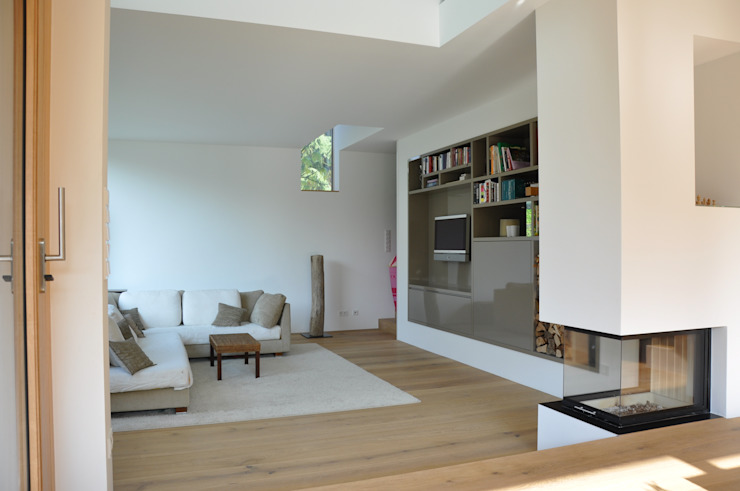 Modern living room by Neugebauer Architekten BDA Modern
